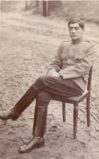 Fotografie - Ofițer din armata română, în timpul prizonieratului din lagărul de la Danholm-Stralsund, pe malul Mării Baltice, în timpul Primului război mondial.