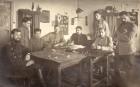 Fotografie - Ofițeri din armata română, în timpul prizonieratului din lagărul de la Danholm-Stralsund, pe malul Mării Baltice, în timpul Primului război mondial.