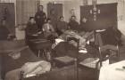 Fotografie.Ofițeri din armata română, prizonieri în lagărul de laDanholm-Stralsund, pe malul mării Baltice, în timpul Primului război mondial