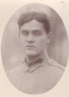 Fotografie. Ofițer al armatei române, prizonier în lagărul de la Danholm-Stralsund, în timpul Primului război mondial.