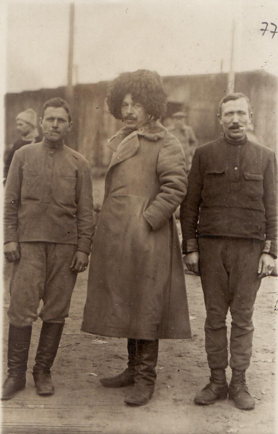 Fotografie. Cazaci din armata rusă, prizonieri în lagărul de la Danholm-Stralsund, pe malul mării Baltice, în timpul Primului război mondial.