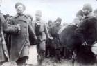 Soldați ruși dansând si cantand pe frontul din Moldova în Primul Război Mondial