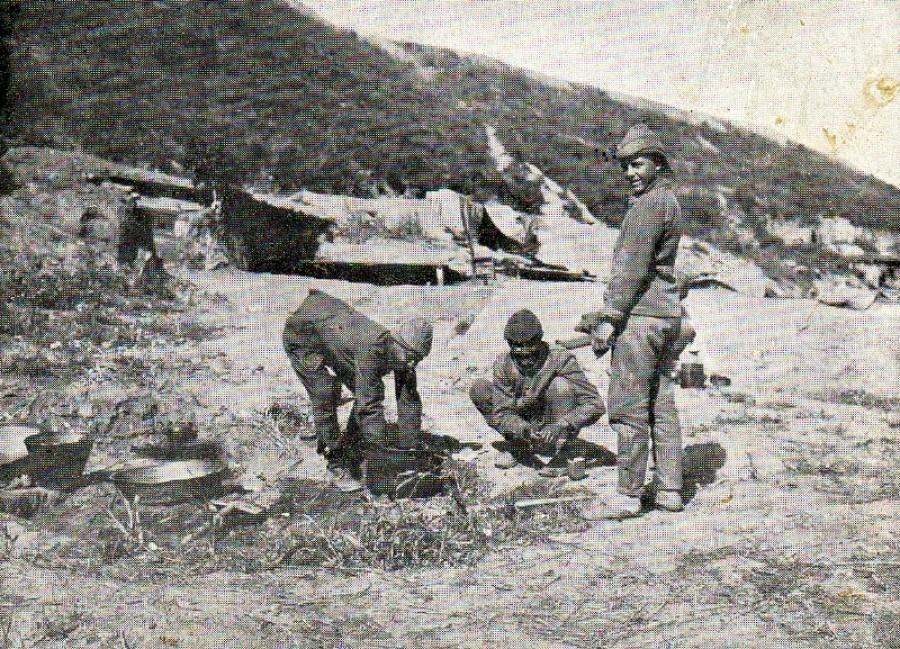Soldaţi turci pregătind prânzul