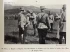 Regele Ferdinand și regina Maria decorând soldați și ofițeri pe front