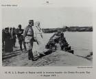 Regele Ferdinand și regina Maria asistând la trecerea unei divizii peste râul Tisa